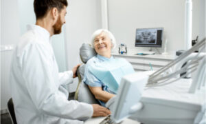 The dentist explains the complications of dental implants in the elderly.